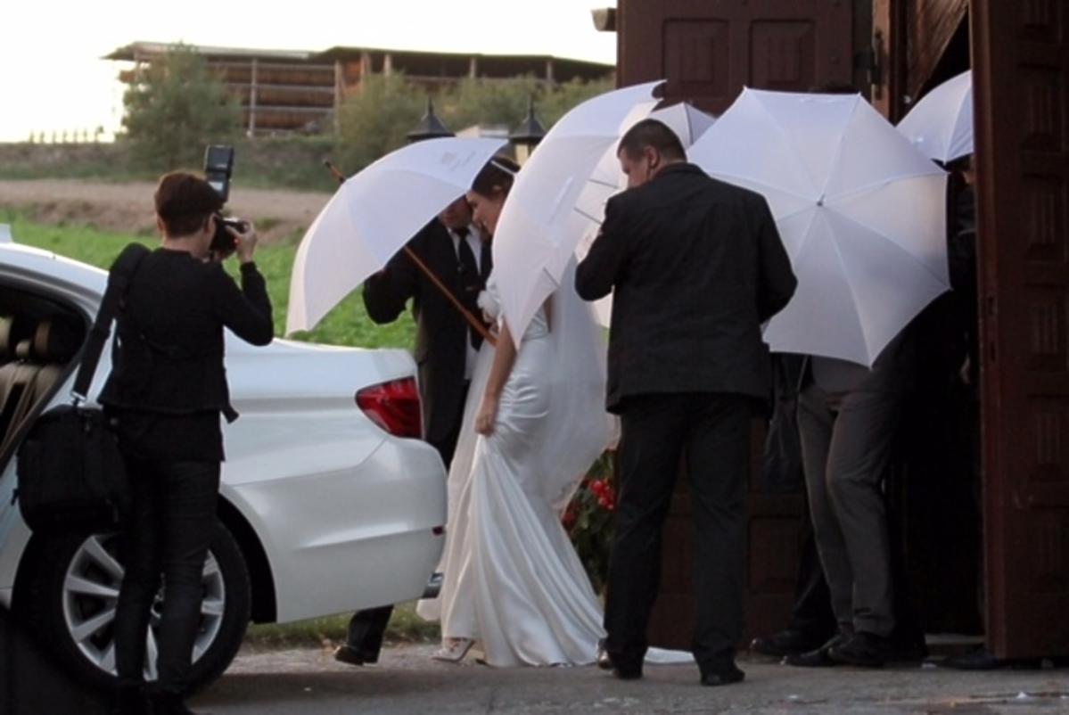 Marta Żmuda-Trzebiatowska w sukni ślubnej