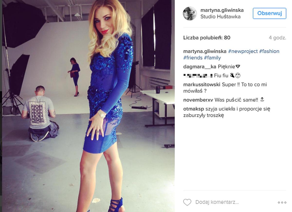 Martyna Gliwińska w niebieskiej sukience