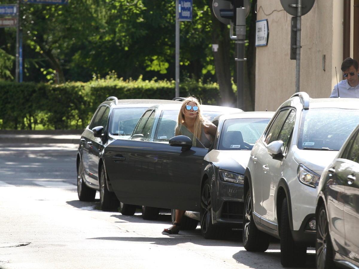 Martyna Gliwińska wsiada do auta