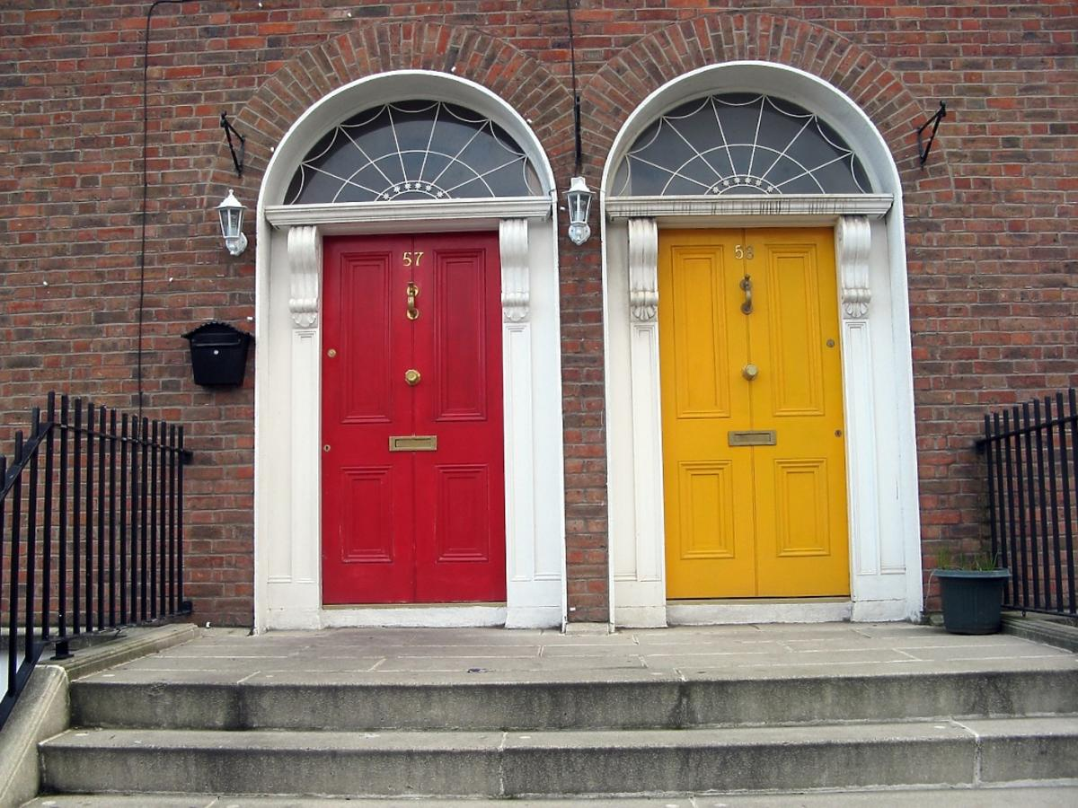 Masywne drzwi wejściowe