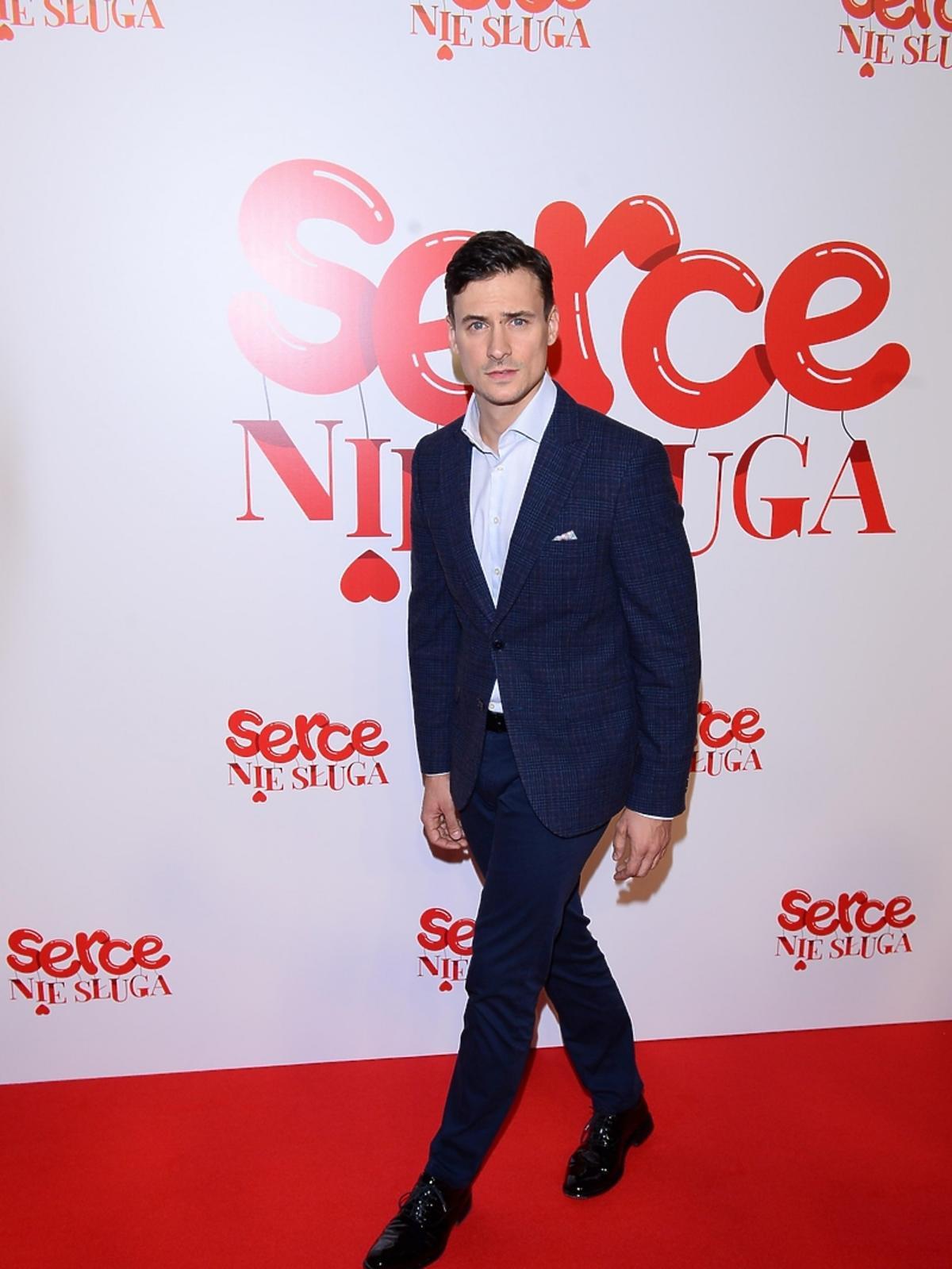 Mateusz Damięcki na premierze filmu