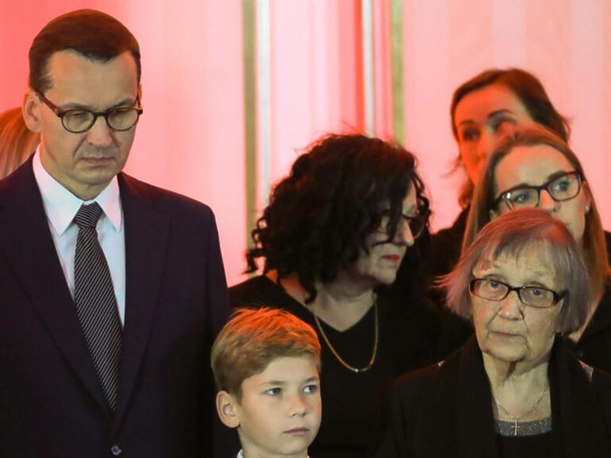Mateusz Morawiecki z synem i mamą na pogrzebie ojca, Kornela Morawieckiego