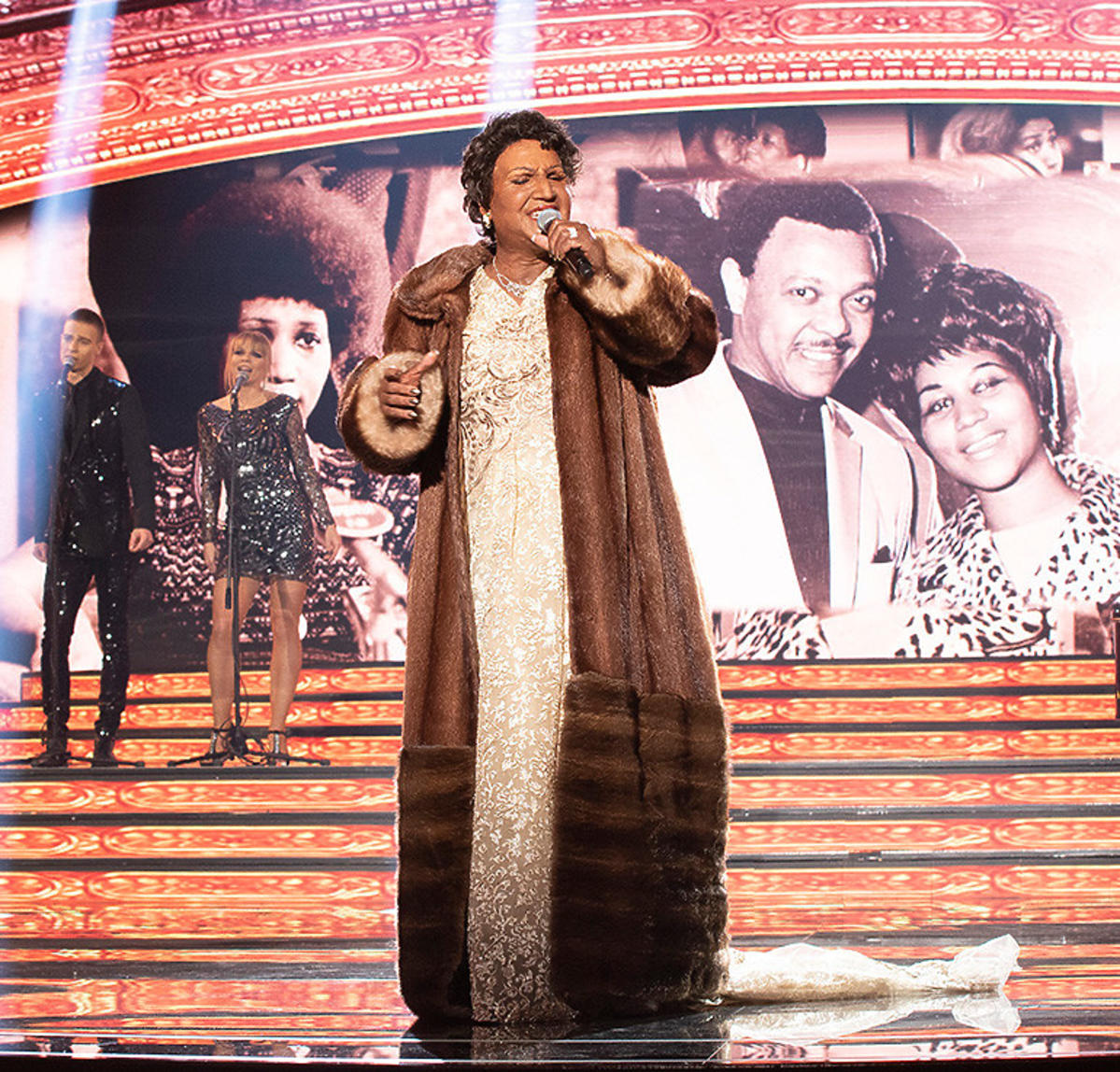 Mateusz Ziółko jako Aretha Franklin.  Odcinek specjalny