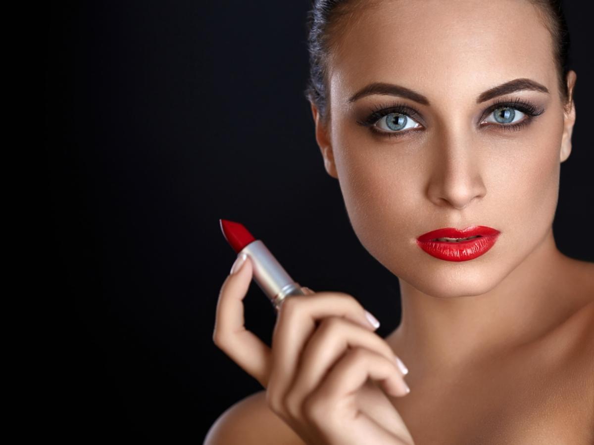 matowa, czerwona szminka