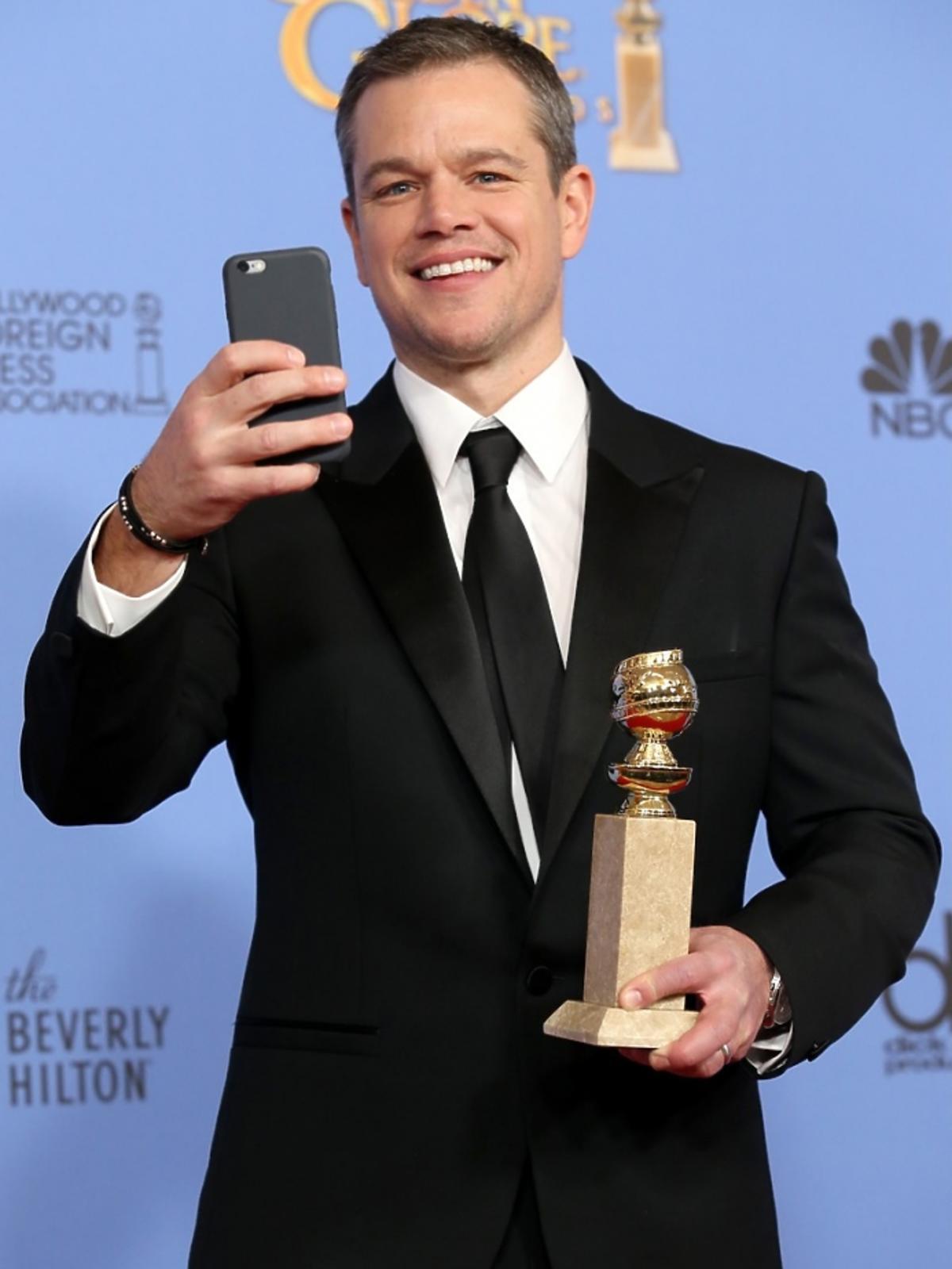 Matt Damon w czarnym arniturzeZłote Globy 2016