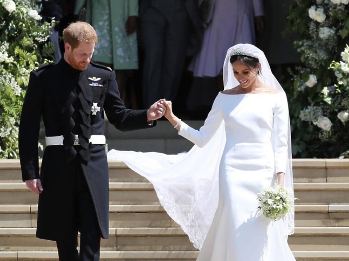 Meghan Markle i książę Harry wyszli z kaplicy po ślubie