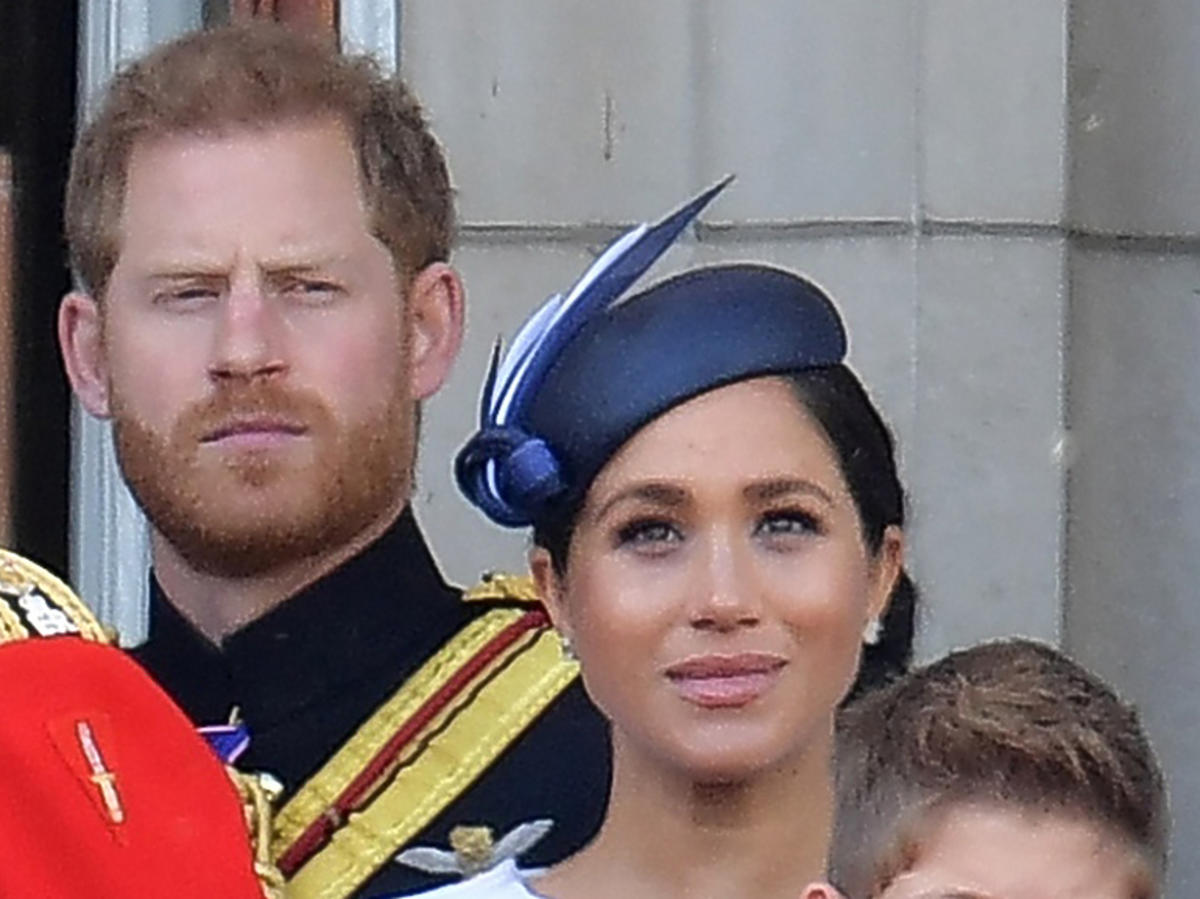 Meghan Markle, książę Harry na balkonie pałacuBuckingham