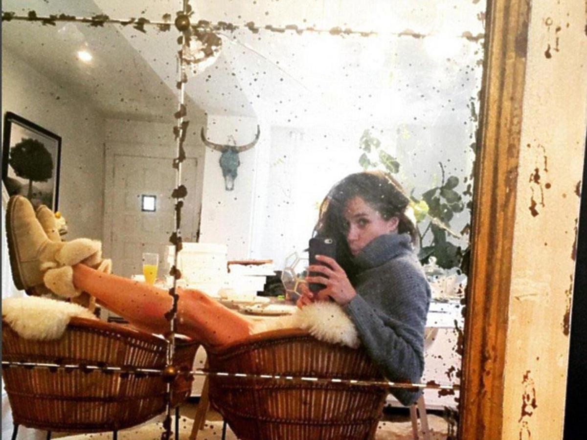 Meghan Markle robi sobie selfie w mieszkaniu