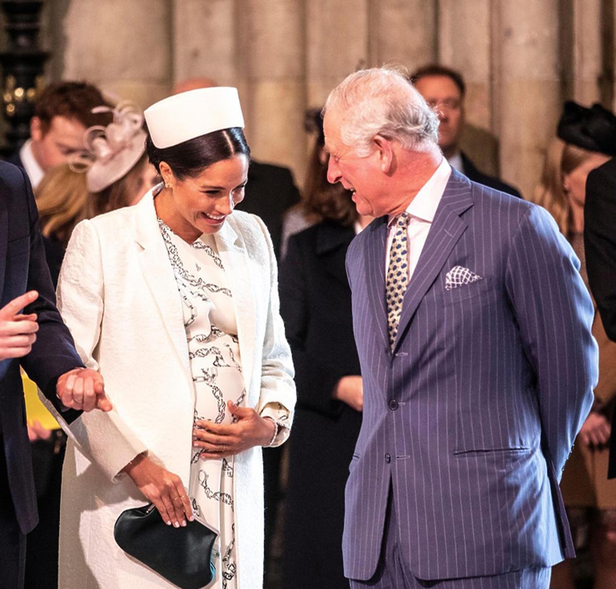 Meghan Markle śmieje się z żartu księcia Karola