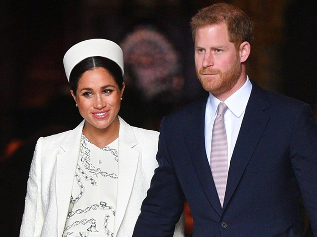 Meghan Markle w białym total looku i książę Harry w garniturze w Londynie