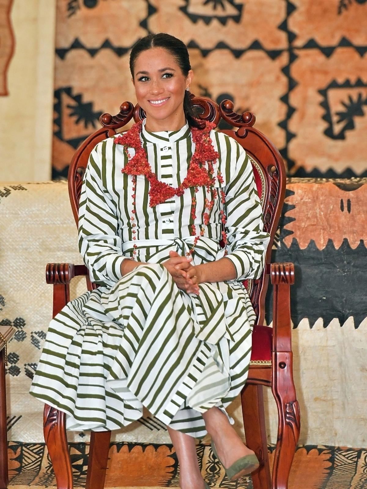 Meghan Markle w sukience w paski