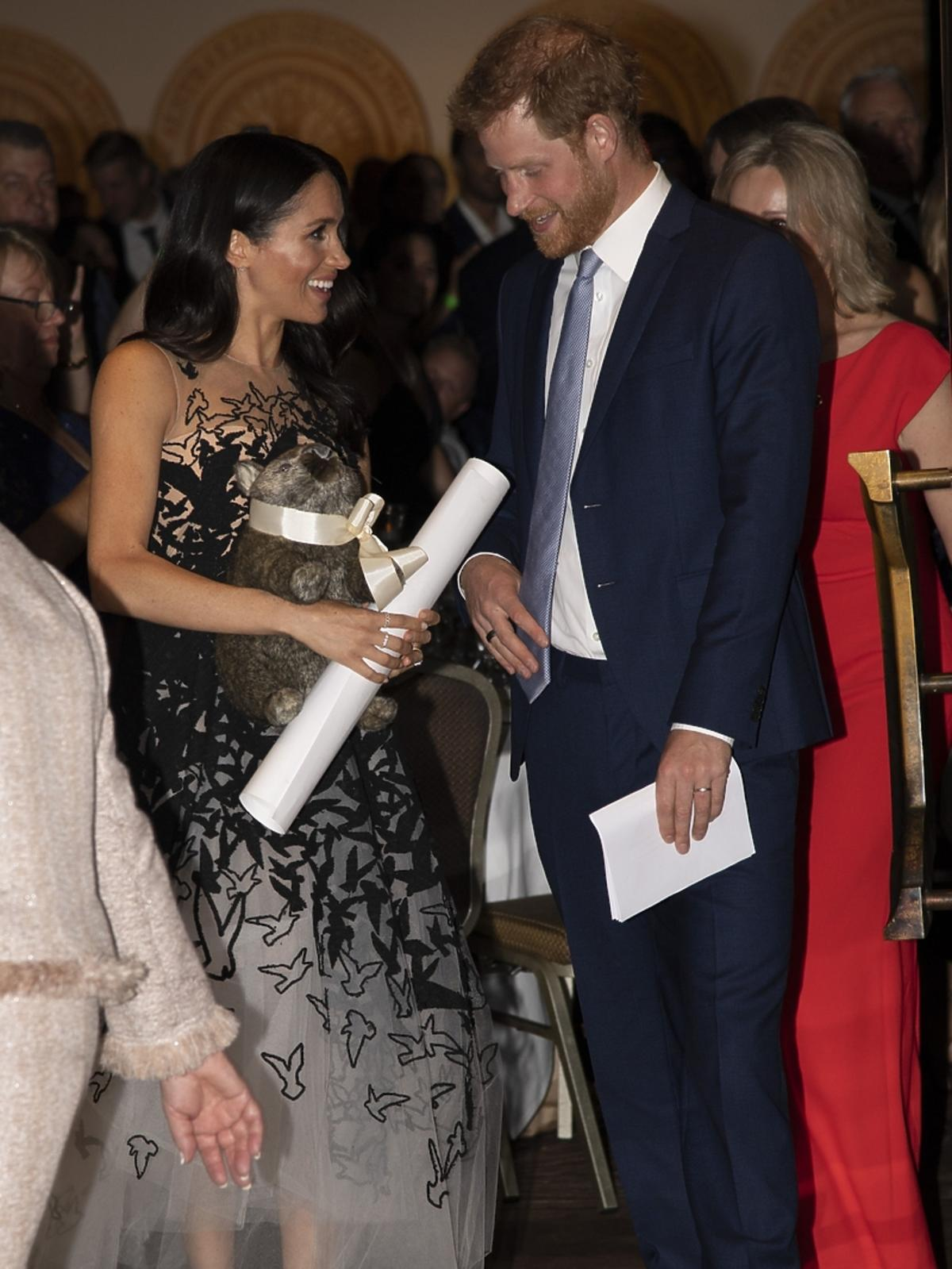 Meghan w Sydney w sukni Oscara de la Renty