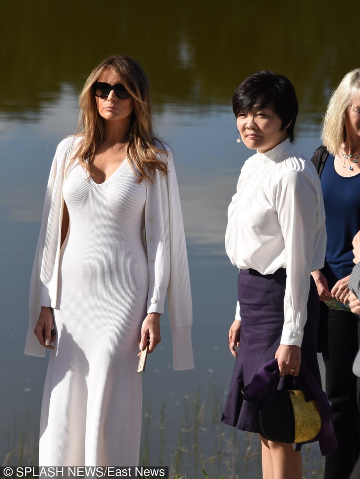 Melania Trump w białej opiętej sukni spędza dzień z żoną premiera Japonii