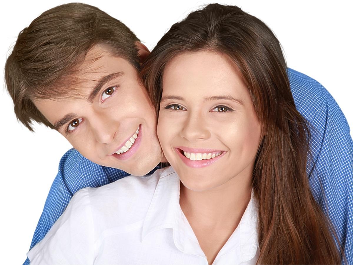 mężczyzna i kobieta z pięknymi włosami