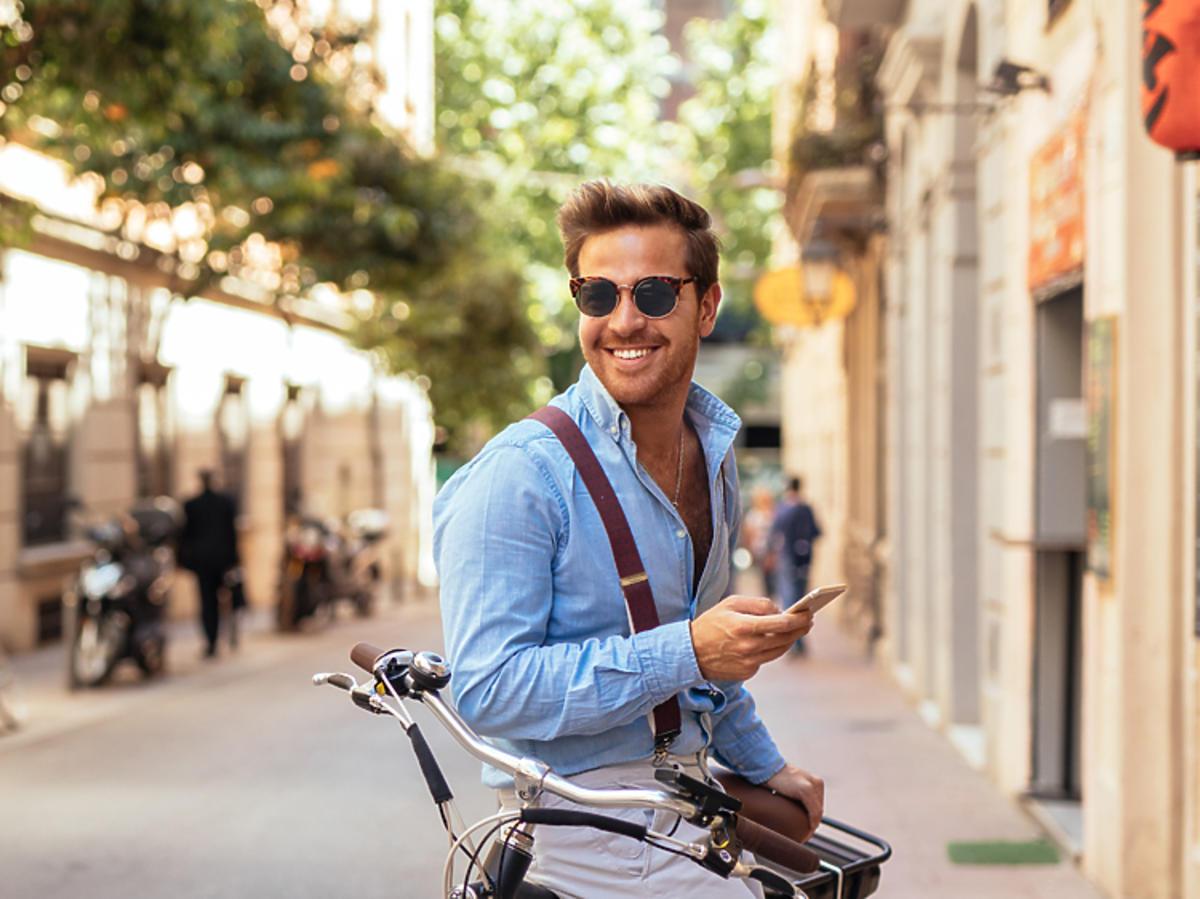 mężczyzna na rowerze.jpg