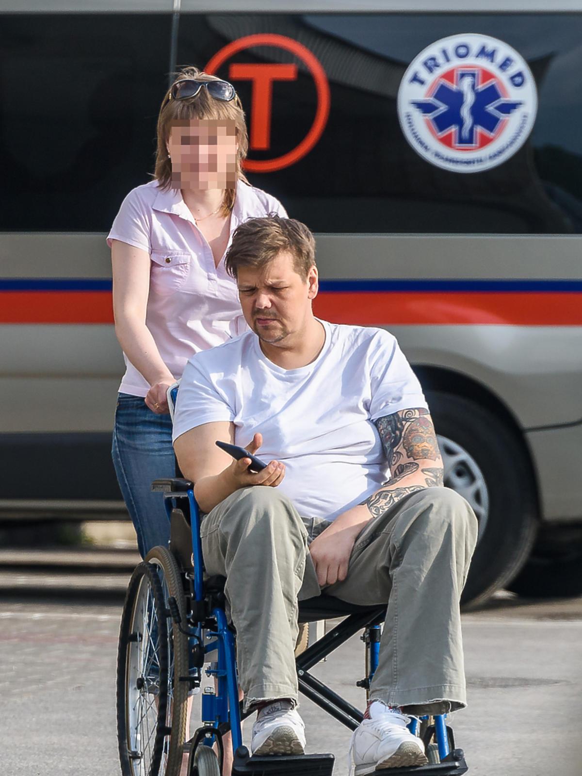 Michał Figurski na wózku inwalidzkim