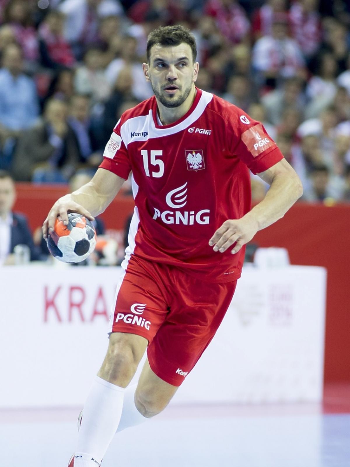 Michał Jurecki podczas meczu cała sylwetka
