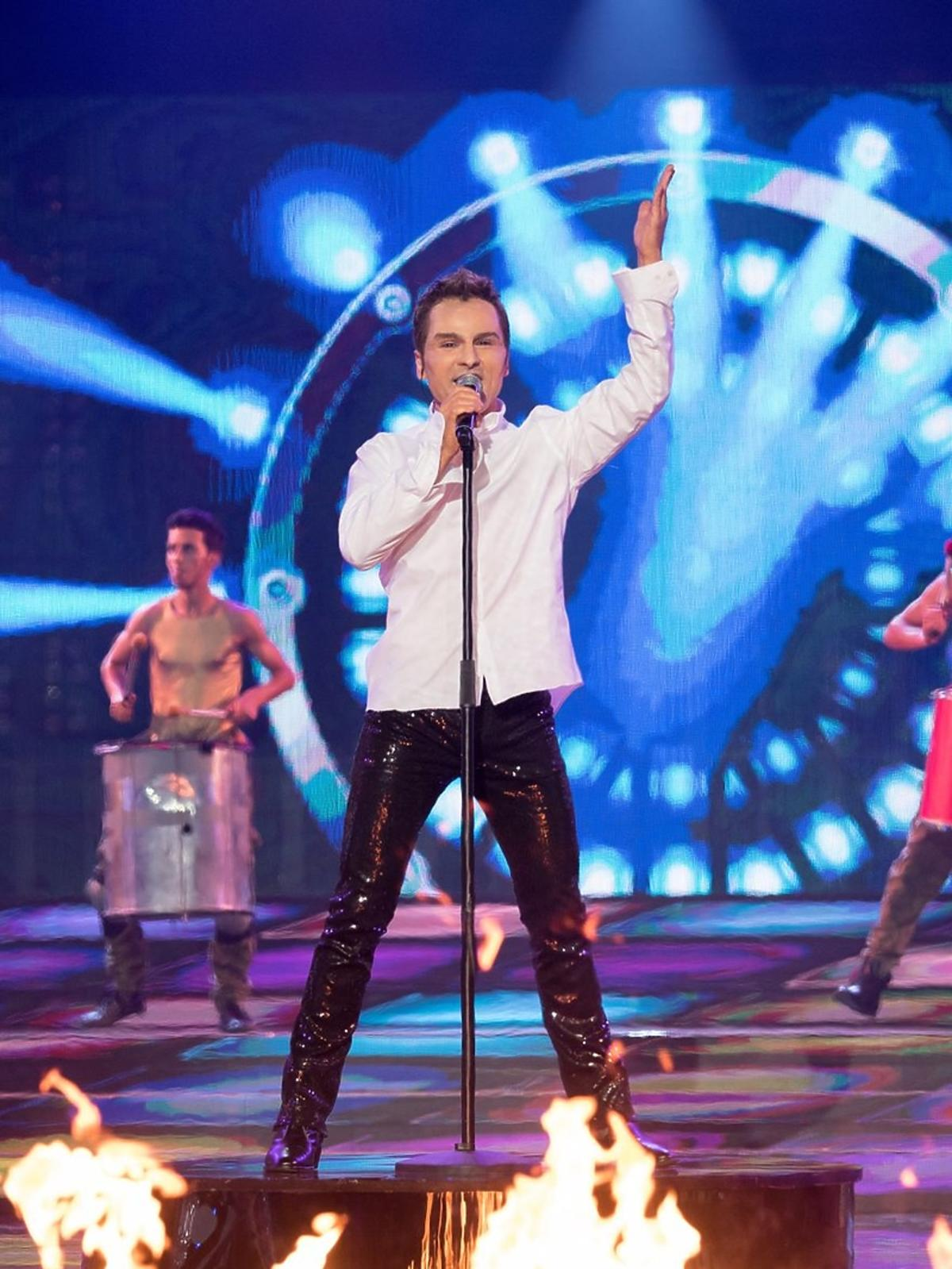 Michał Rudaś w białej koszuli