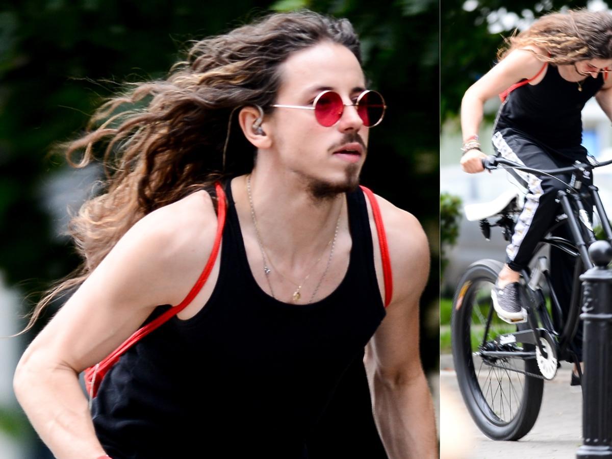 Michał Szpak na rowerze