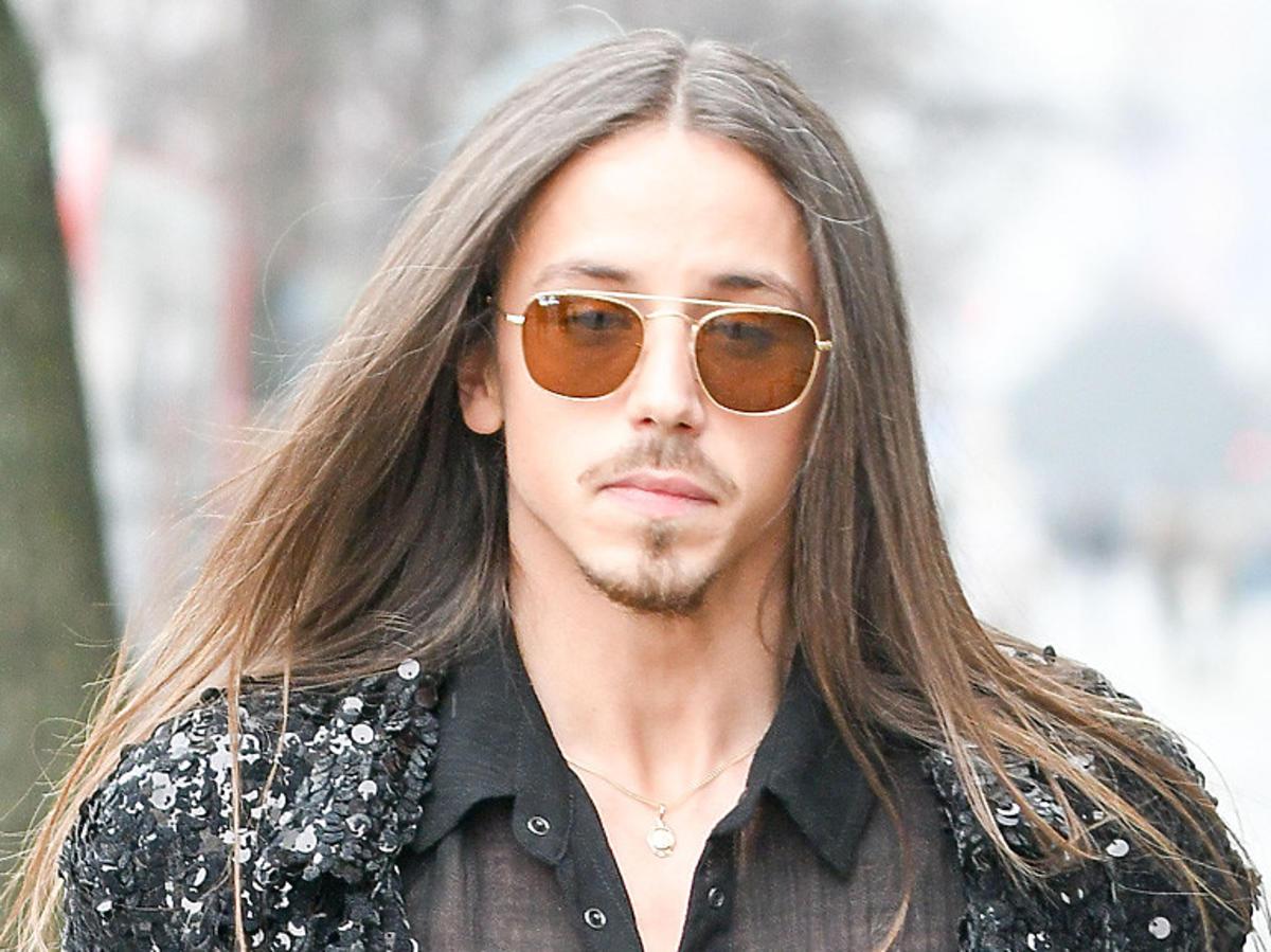 Michał Szpak w okularach przeciwsłonecznych