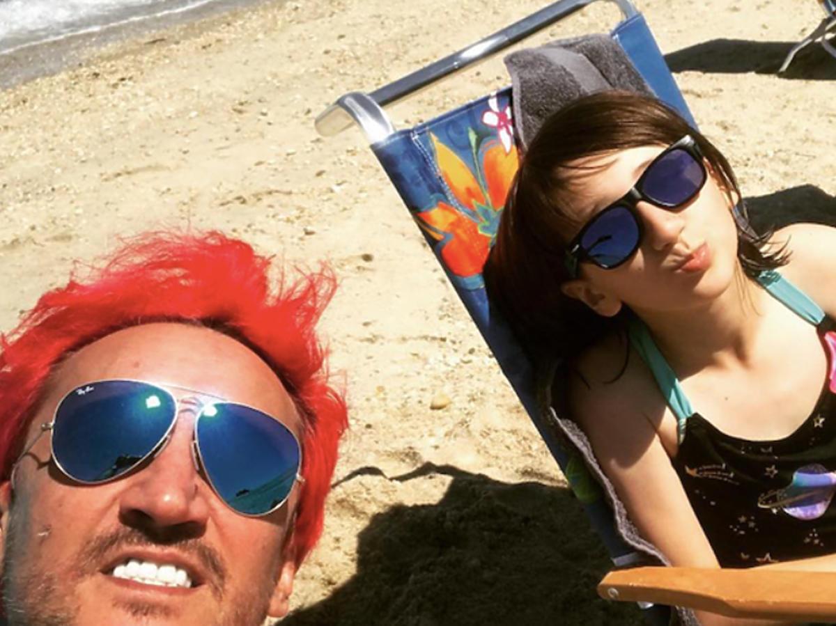 Michał Wiśniewski z Etiennette na plaży