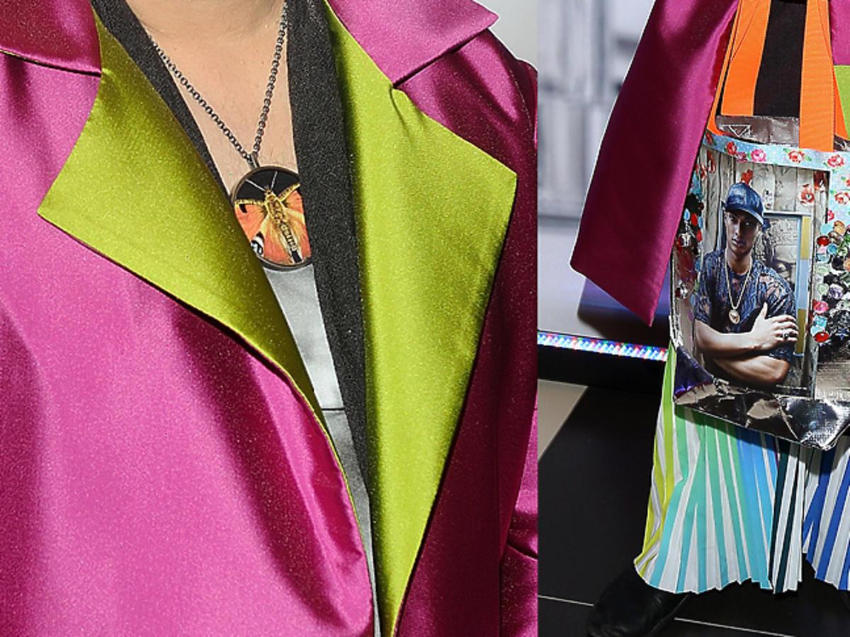 Michał Witkowski z kolorową torbą w spódnicy