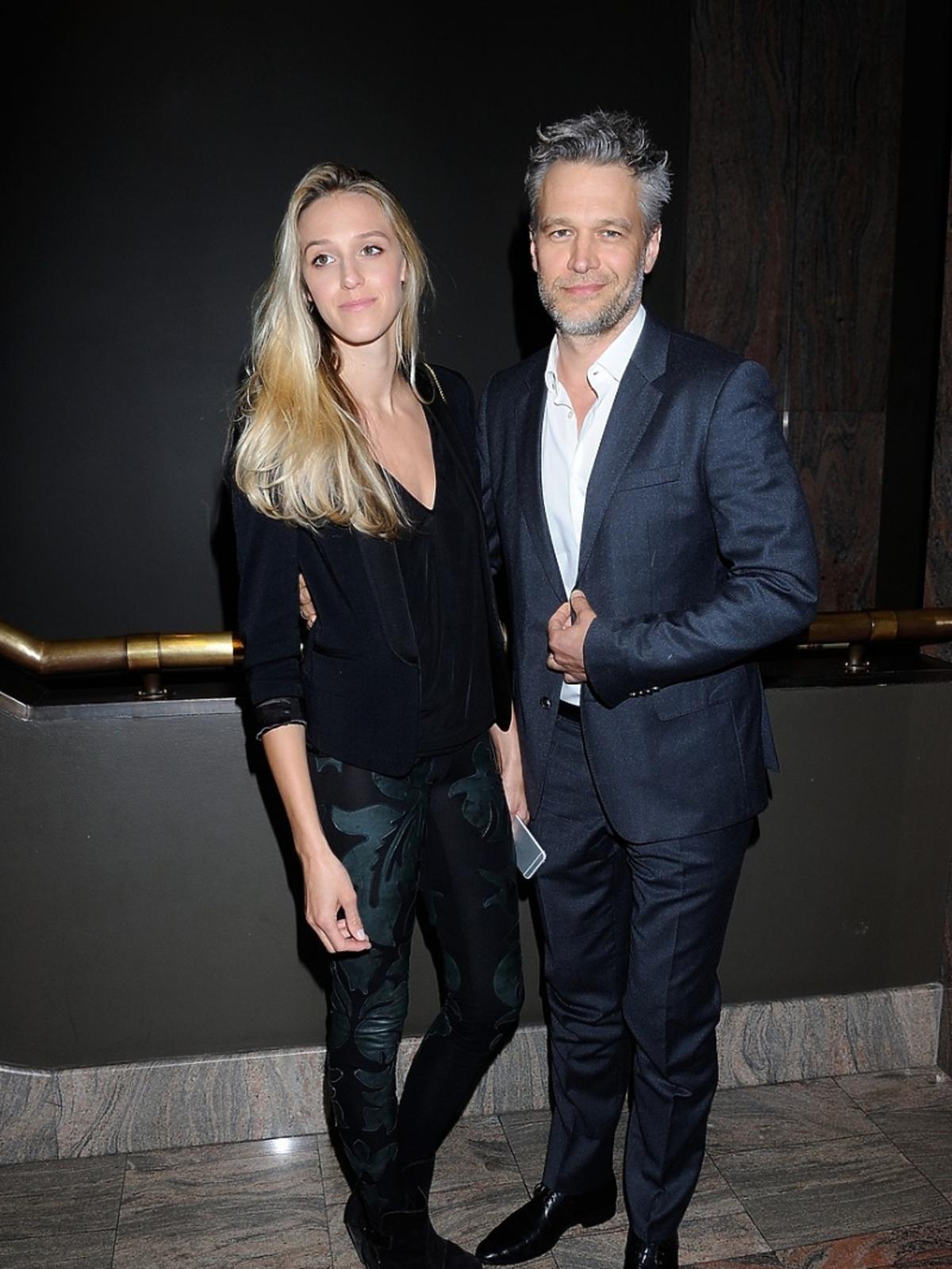 Michał Żebrowski z żoną Aleksandrą na premierze sztuki