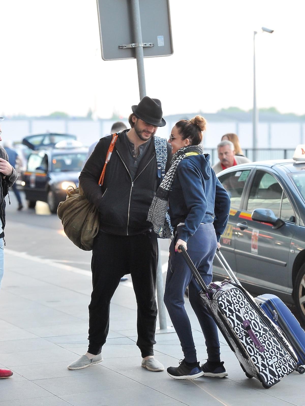 Michał Żurawski, Agnieszka Włodarczyk na lotnisku