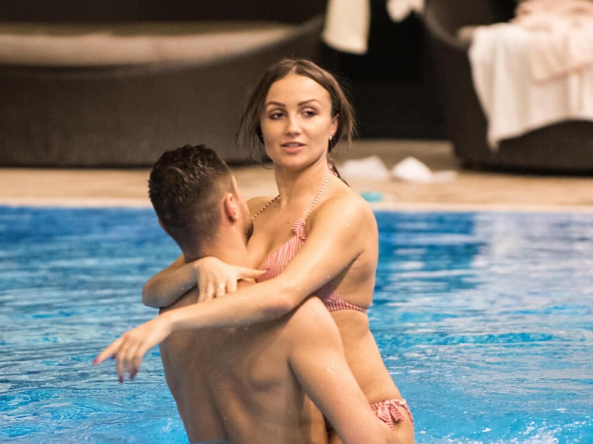 """Mikołaj i Sylwia z """"Love Island"""" na basenie"""