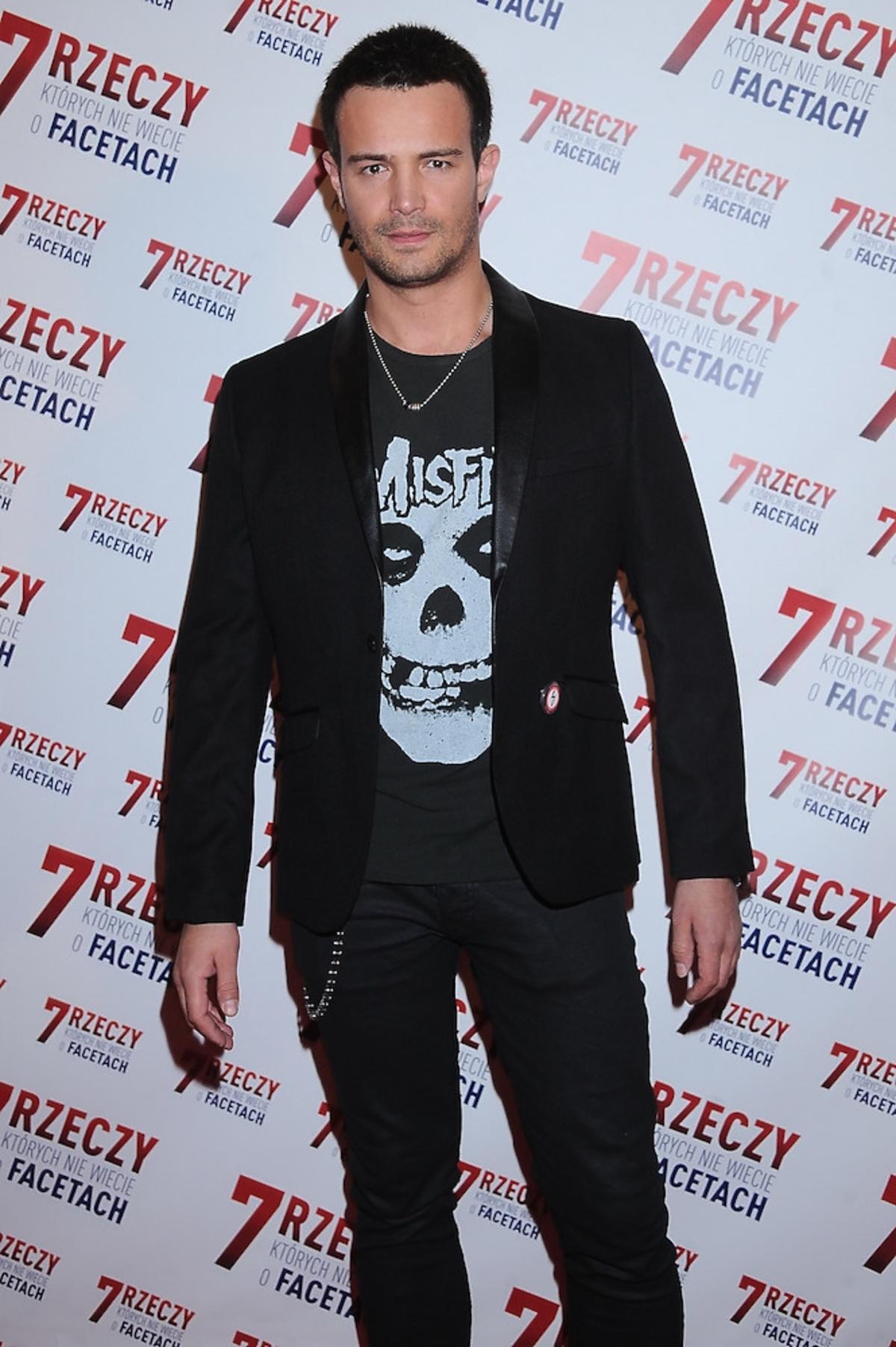 Mikołaj Krawczyk w koszulce z szaczką