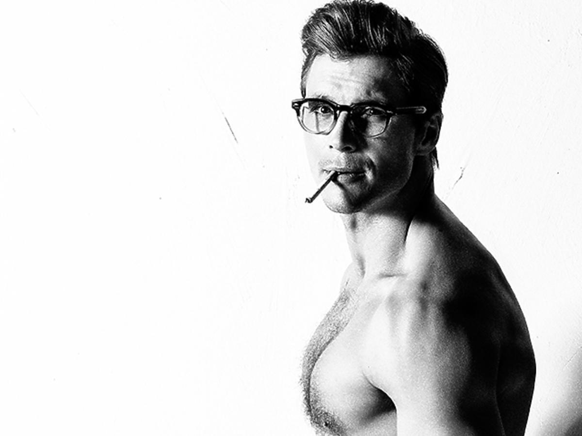 Mikołaj Roznerski w okularach