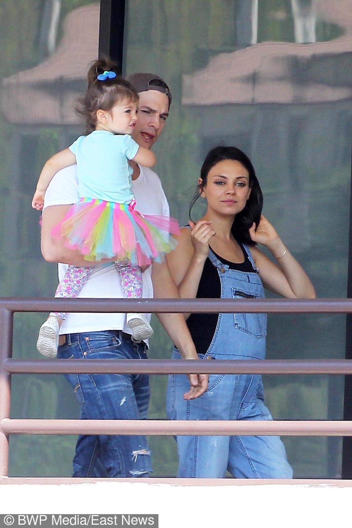 Mila Kunis w ciąży i Ashton Kutcher z córeczką w LA