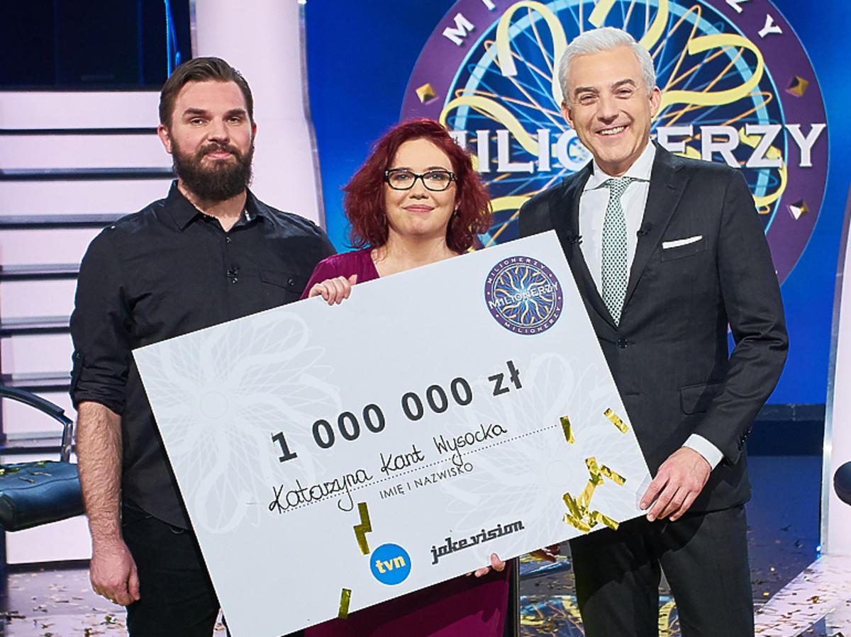 Milionerzy - wygrana, pani Kasia z czekiem na milion