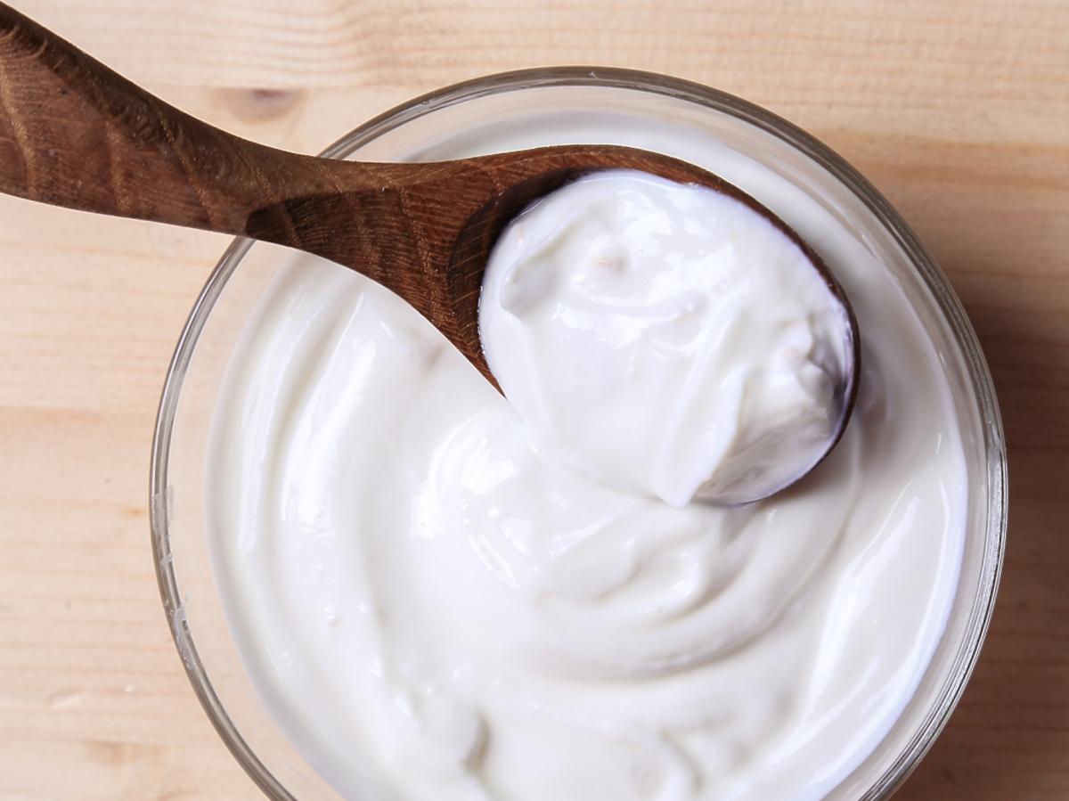 miseczka z jogurtem greckim