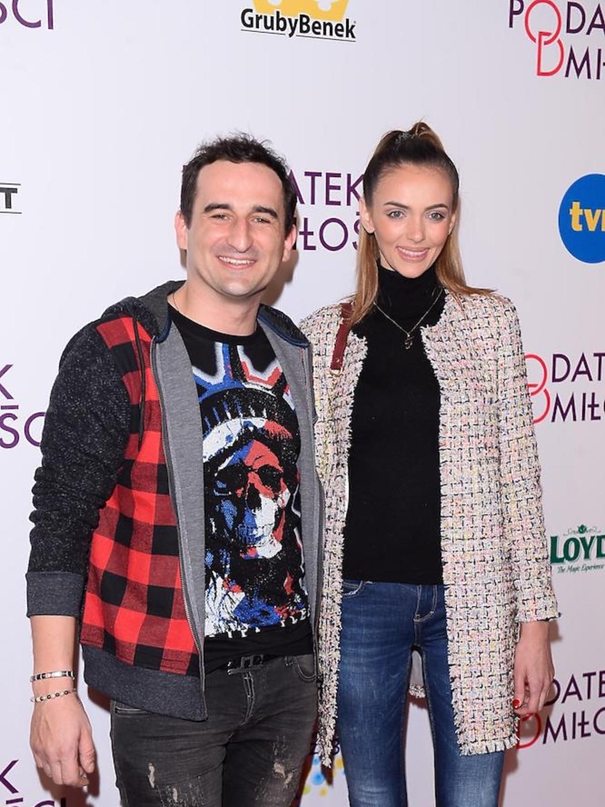 Misiek Koterski z partnerką na premierze podatek od miłości