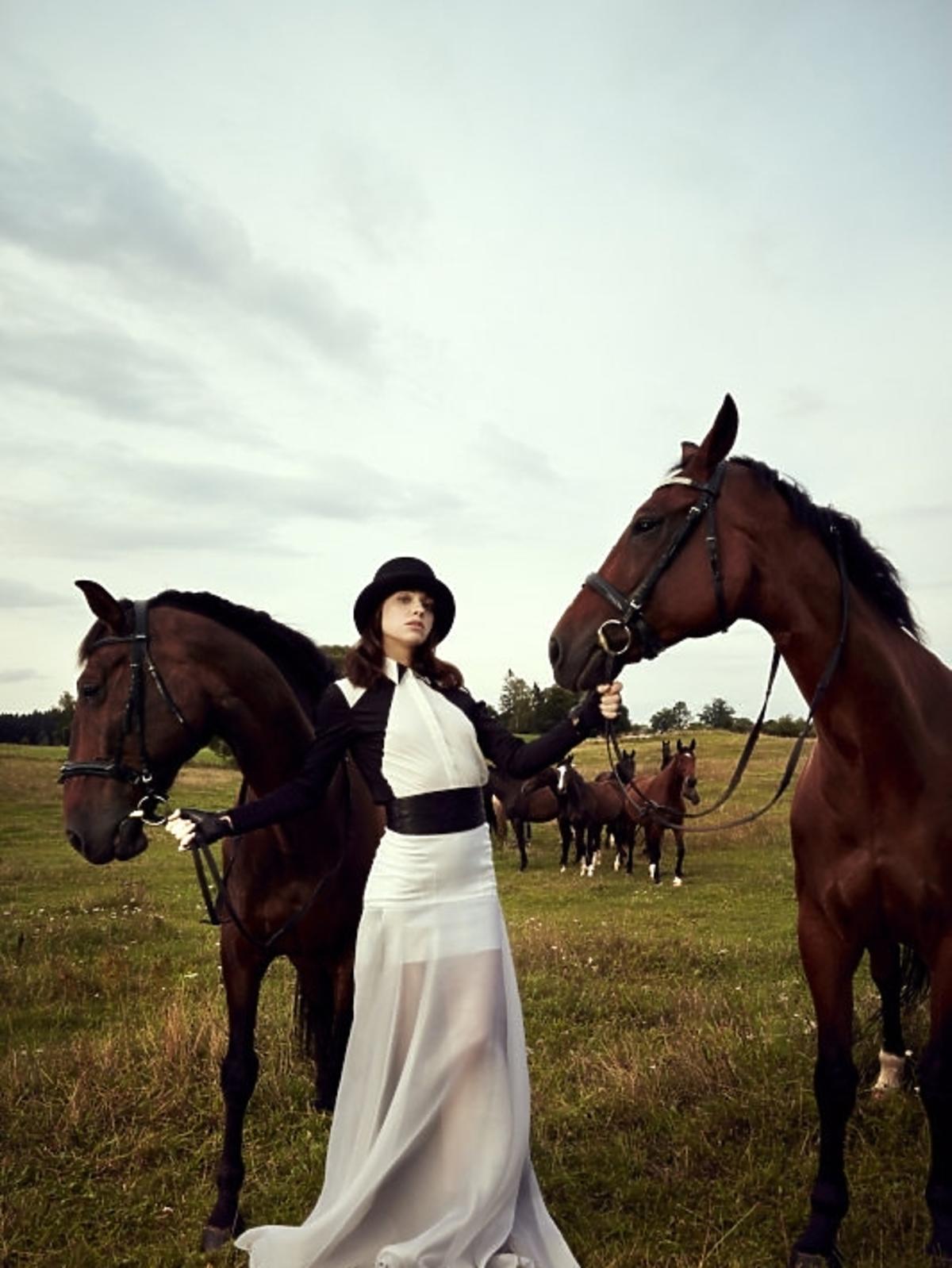 Misza Czumaczenko w sesji konnej w Top Model