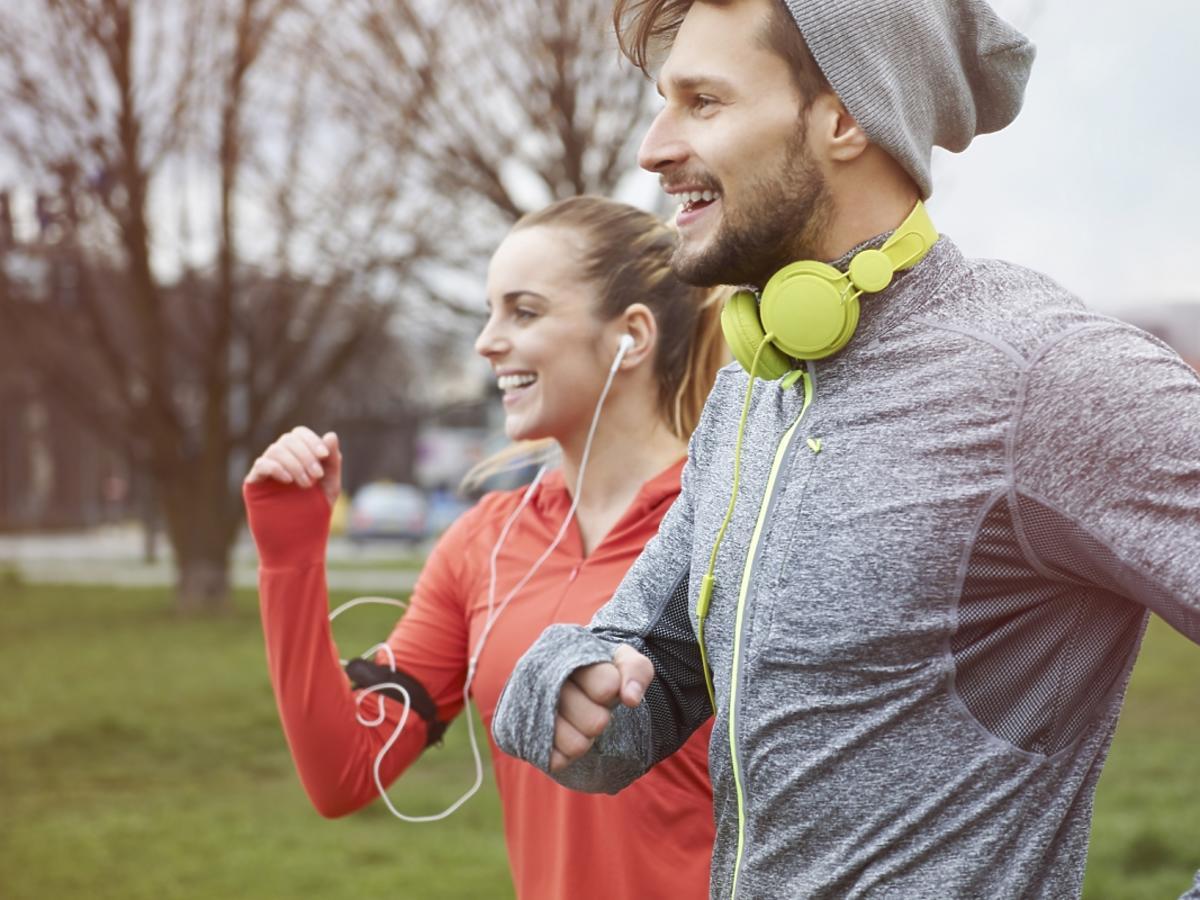 Młoda para podczas joggingu