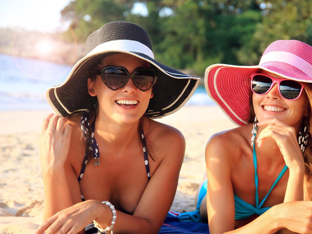 Młode kobiety na plazy