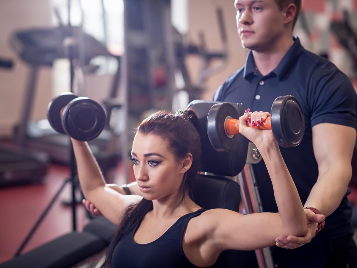 Mocne ręce! 5 ćwiczeń na zgrabne i smukłe ramiona