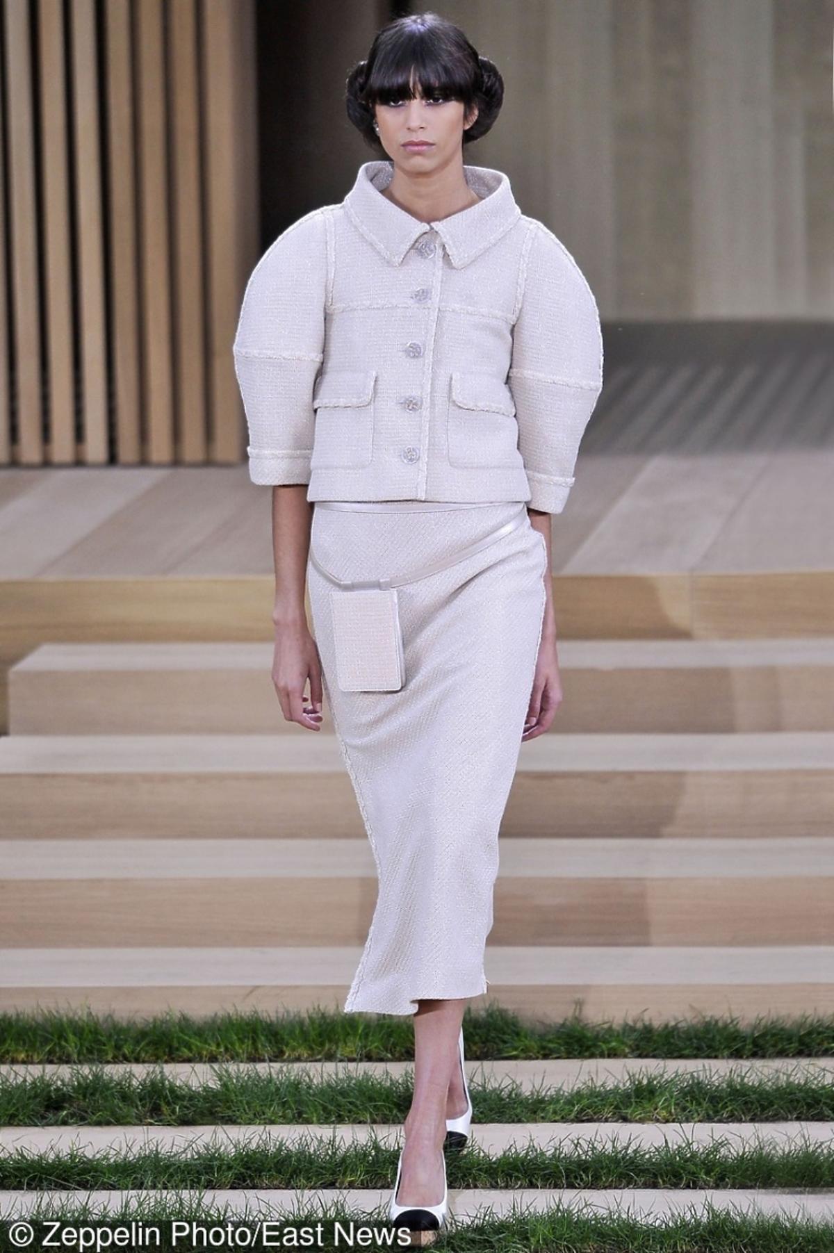 Modelka na pokazie Chanel haute couture