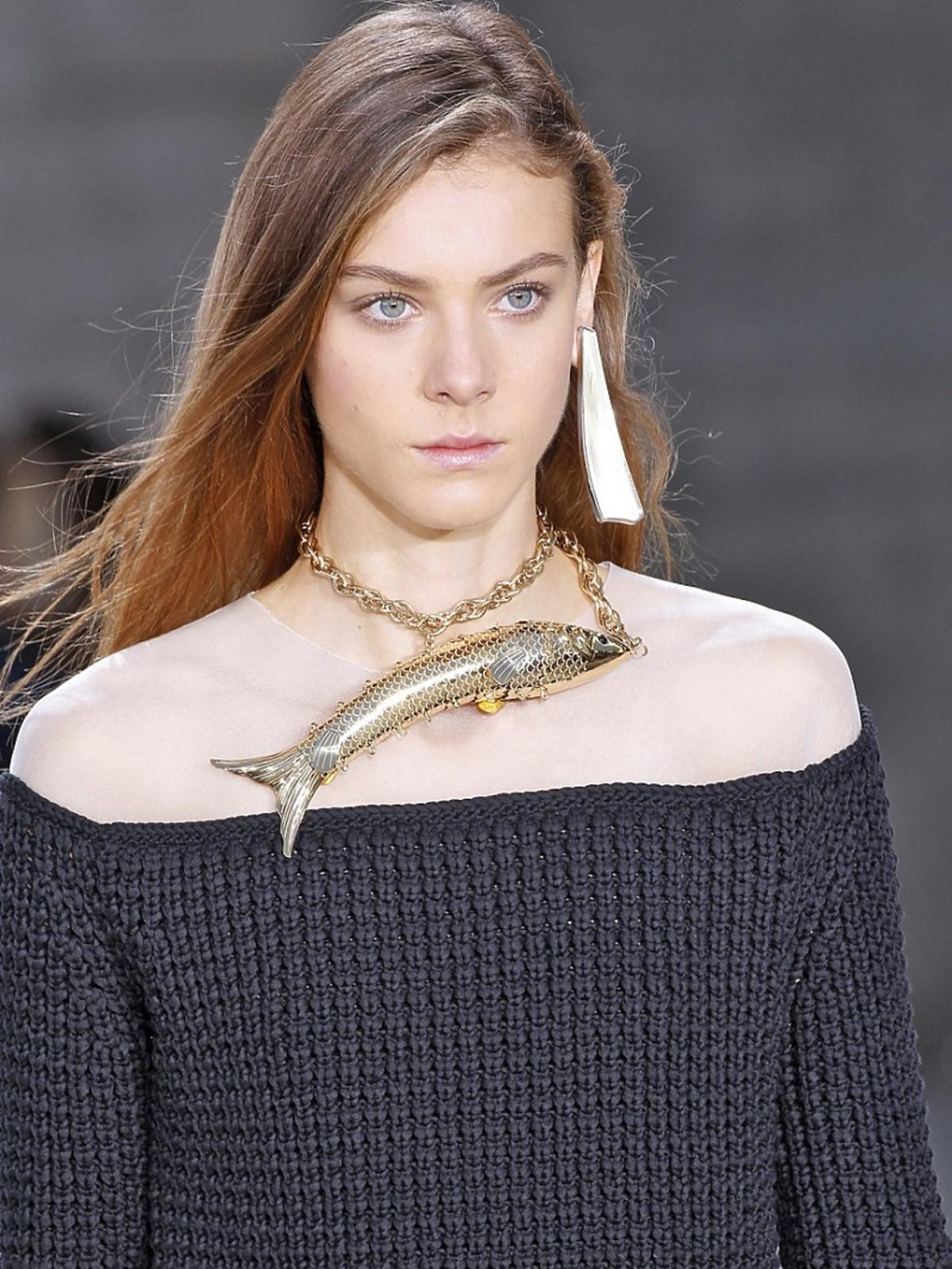 Modelka na pokazie Loewe
