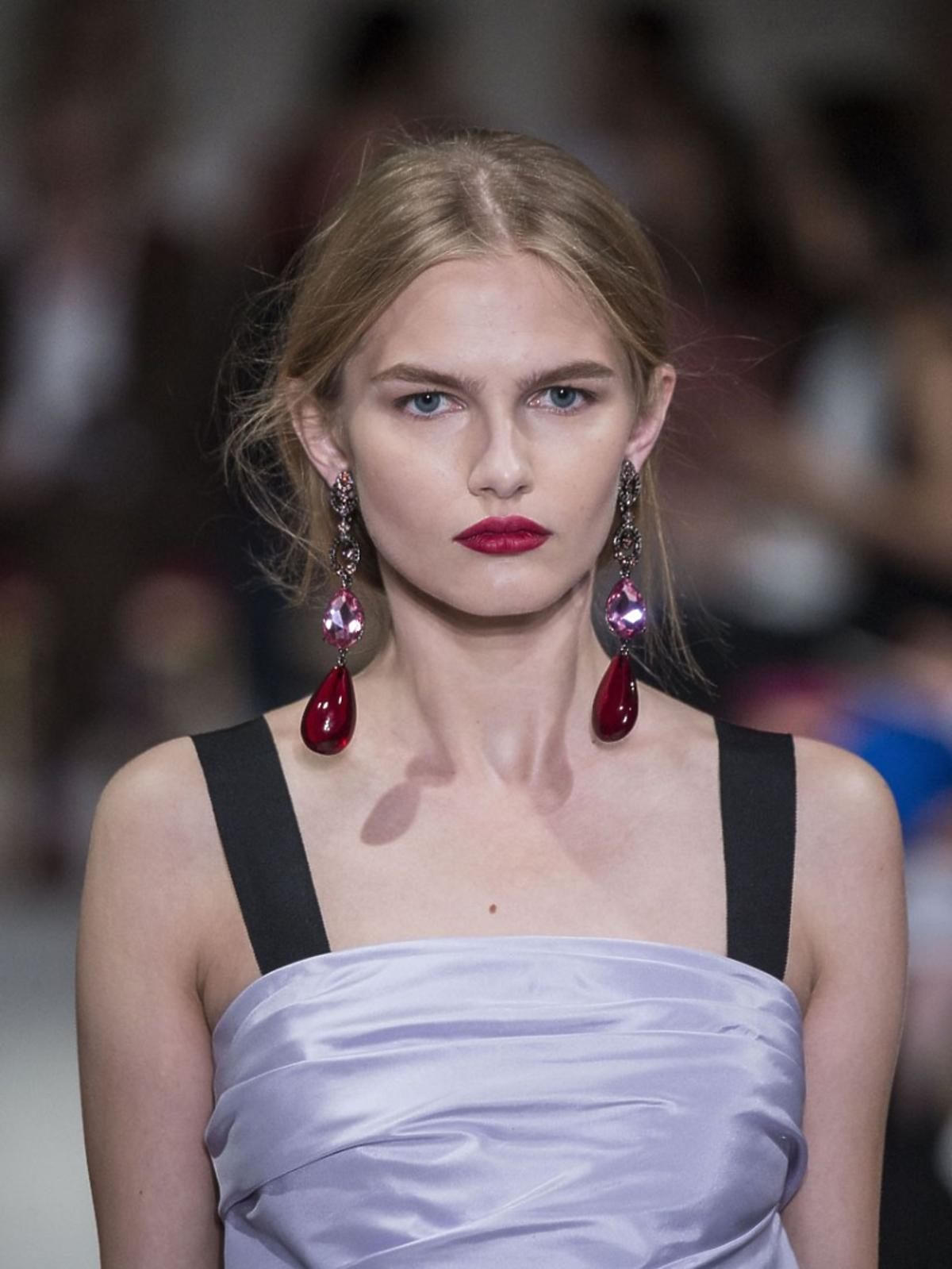 Modelka na pokazie Oscar de la Renta