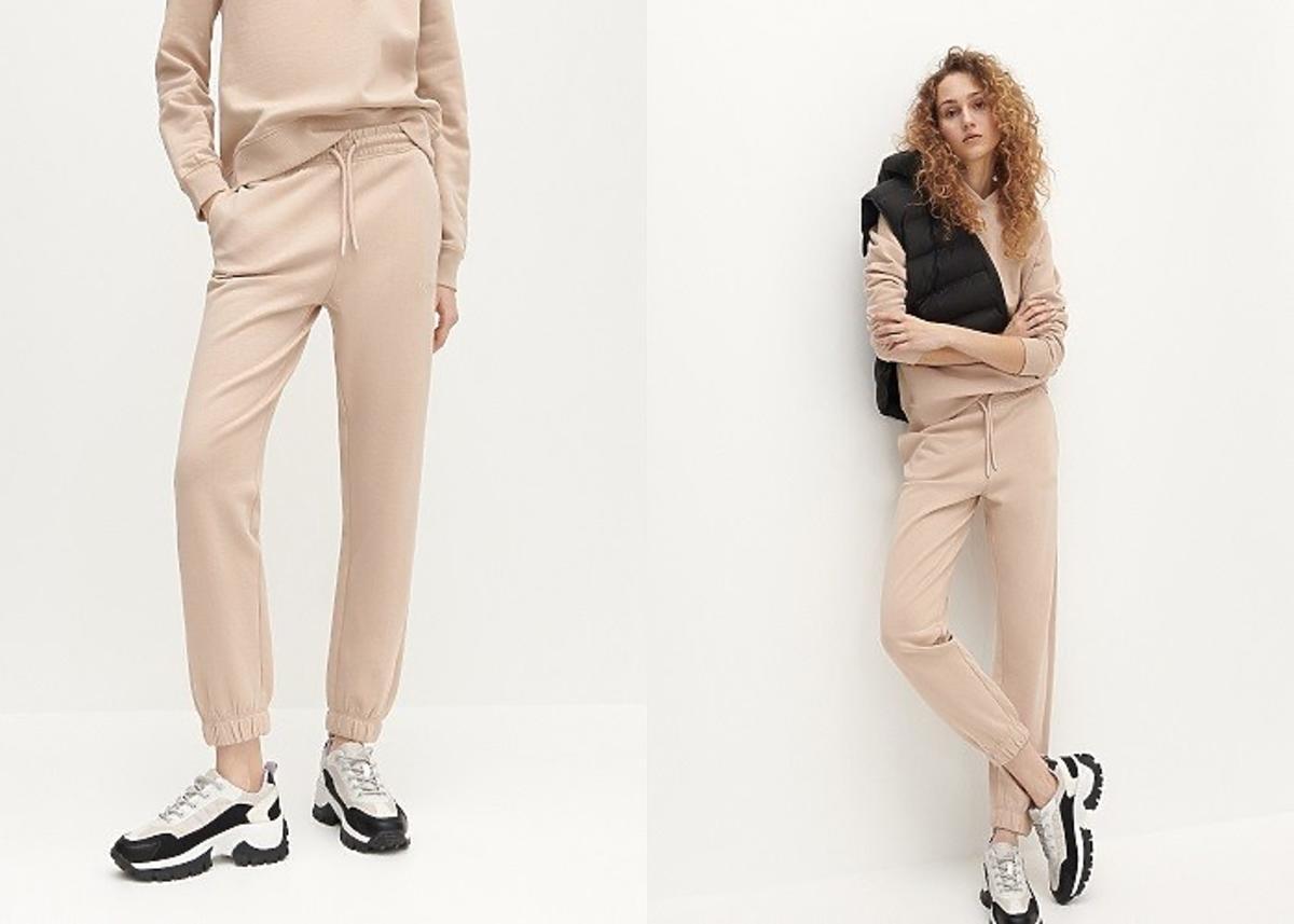 modelka prezentuje jasnorozowe spodnie dresowe Reserved