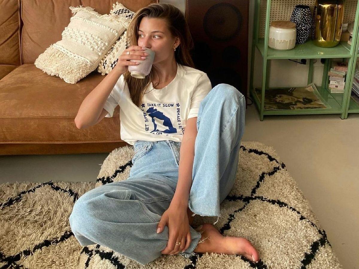 Modne jeansy Julii Wieniawy