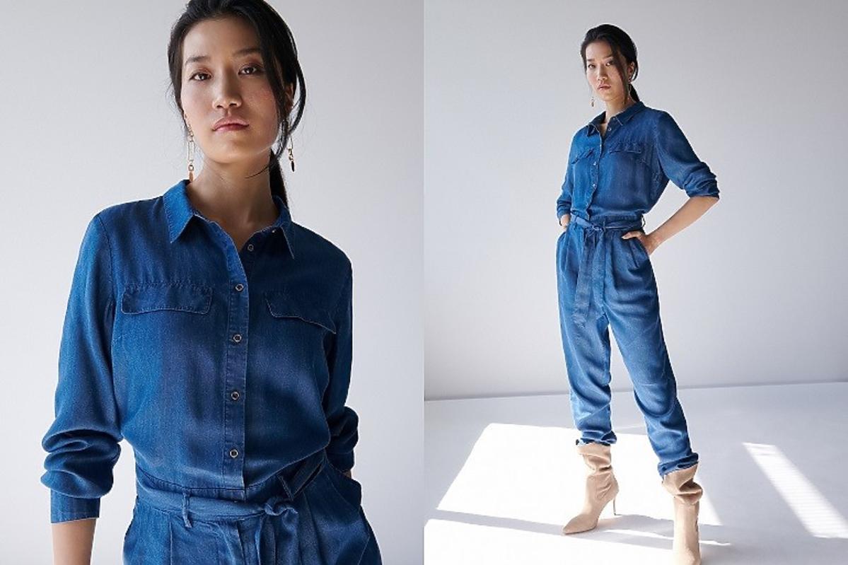 Mohito modelka w jeansowym kombinezonie