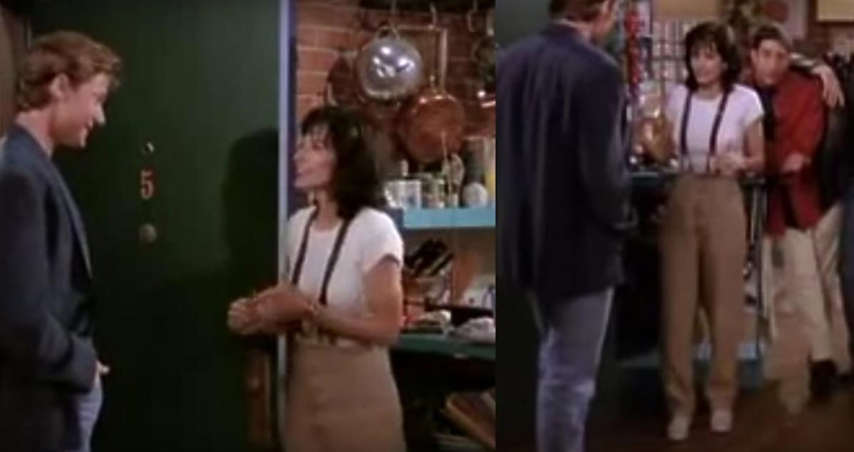 Monica Geller w brązowych spodniach z szelkami