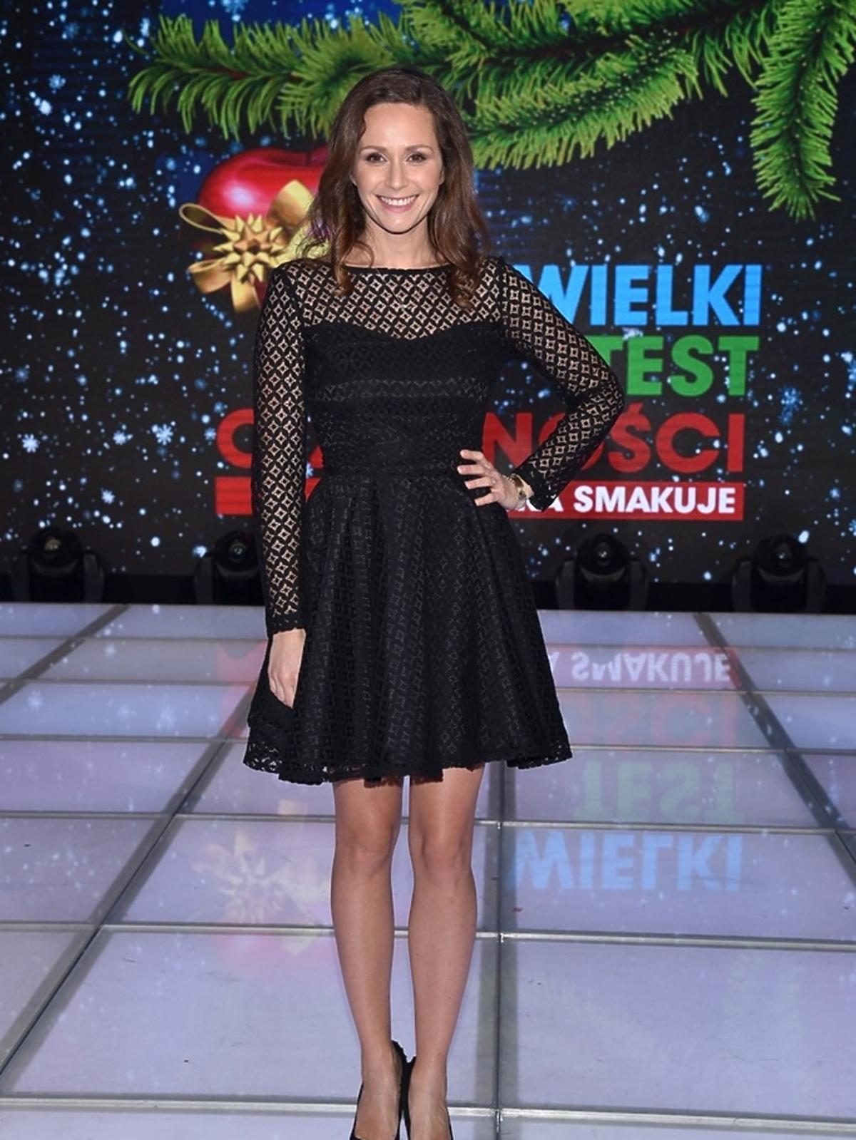 Monika Mrozowska w czarnej sukience