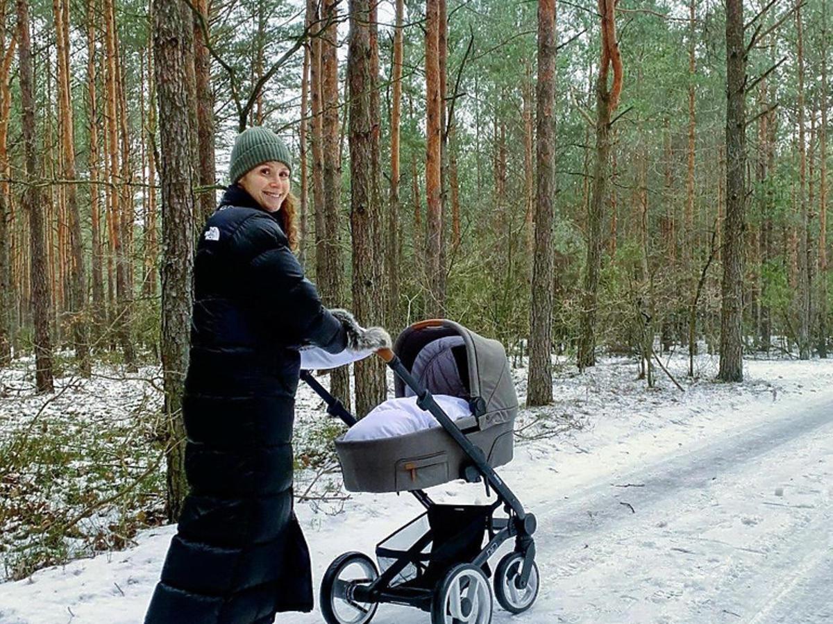 Monika Mrozowska z wózkiem