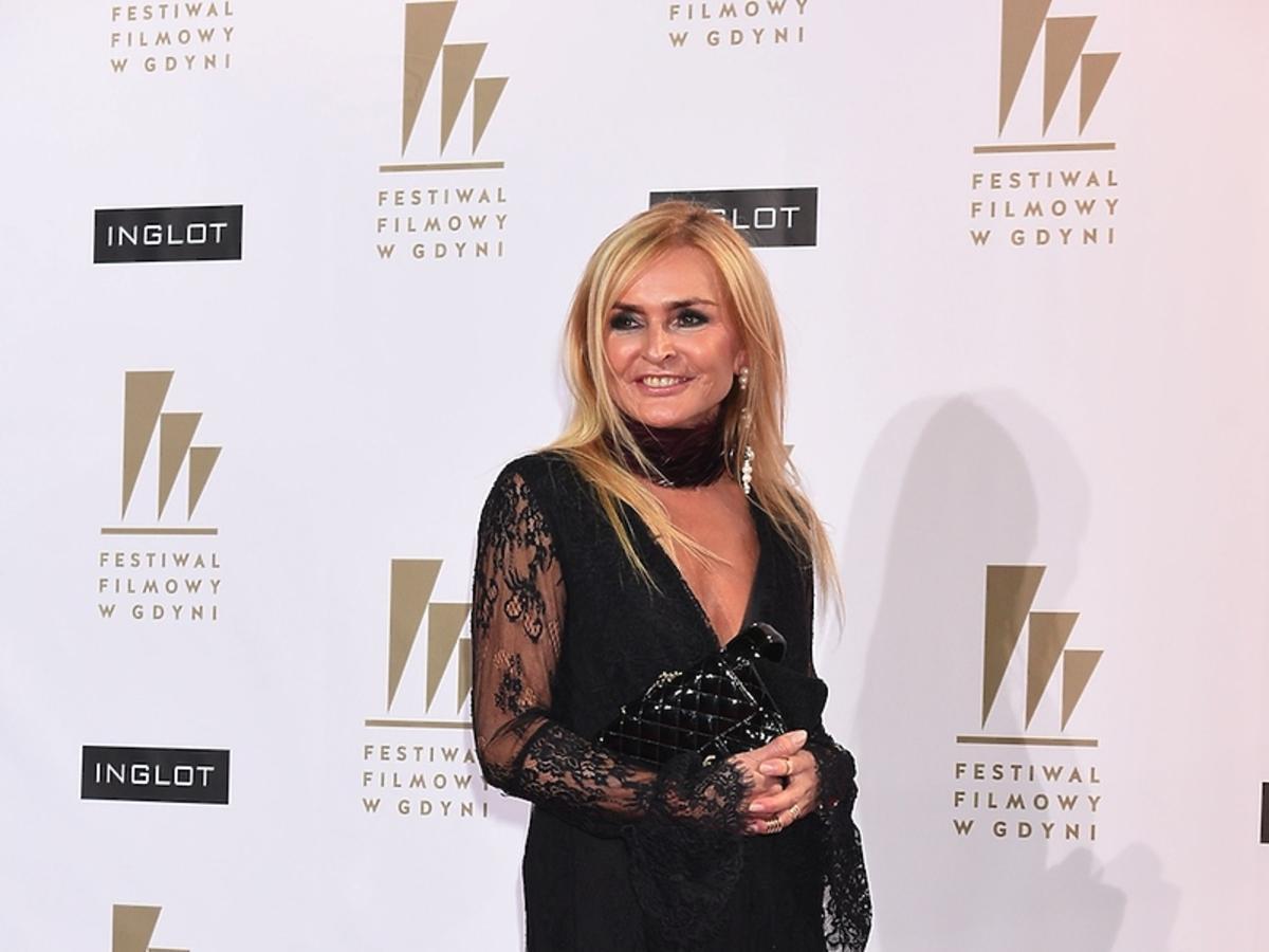Monika Olejnik  w czarnej koronkowej sukience