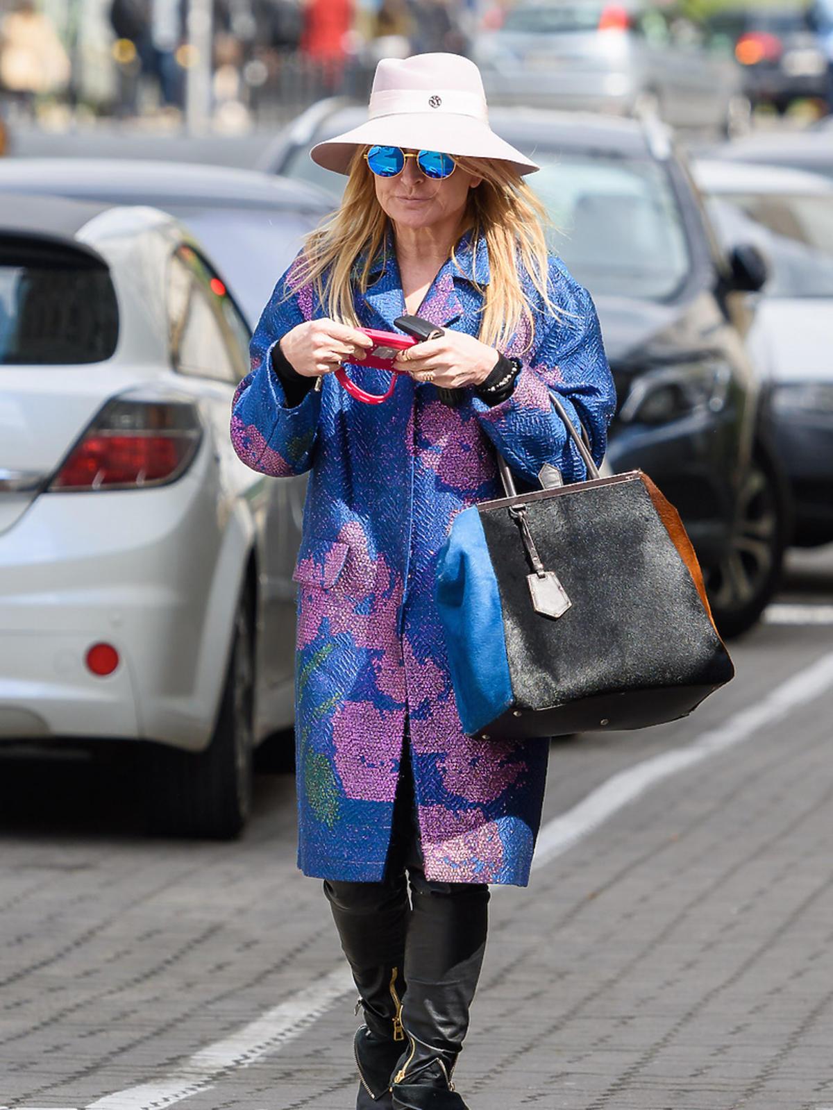 Monika Olejnik w kapeluszu